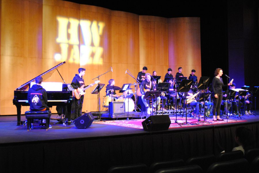 Jazz musicians hold show